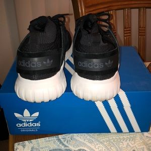 42% de descuento Adidas zapatos tubular primeknit 105 blackwhite poshmark Nova